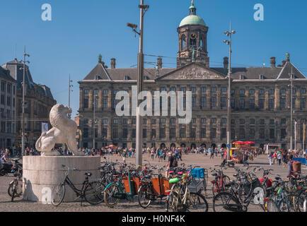 Les attractions touristiques populaires de Palais Royal et de la Place du Dam, centre ville quartier, Amsterdam, Banque D'Images
