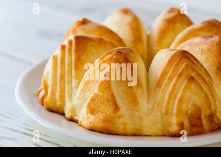 Gâteau au fromage au four jaune. Banque D'Images