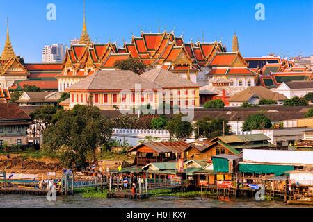 Temple de Wat Pho, vue d'Arun Temple à Bangkok Banque D'Images