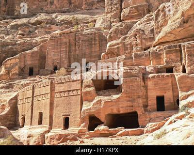 Rue de façades, tombeaux de Petra, Jordanie Banque D'Images