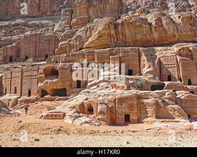 Rue de façades, tombeaux de Petra, Jordanie