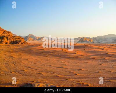 Coucher du soleil dans le désert de Wadi Rum, Jordanie