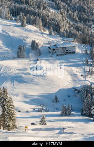 Station de ski et pistes, Brixen im Thale, Tyrol, Autriche Banque D'Images