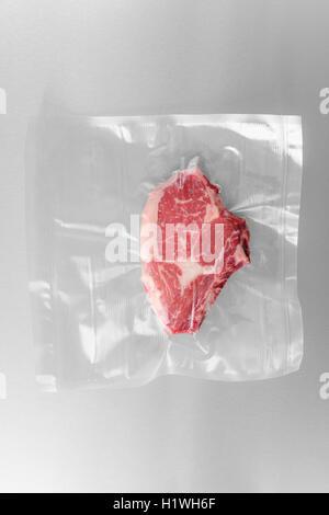 Bifteck de faux-filet sous vide Banque D'Images