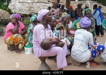 La Casamance, Sénégal - 1 août 2015: Les femmes participer à la séance d'information. Ils sont ceux en charge de la gestion de l'alimentation