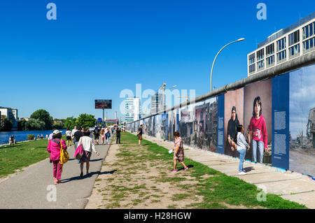 La section du mur de Berlin à l'East Side Gallery, Friedrichshain-Kreuzberg, Berlin, Allemagne Banque D'Images