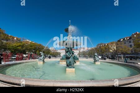 Fontaine, fontaine de bronze à la place Rossio, Lisbonne, Portugal Banque D'Images