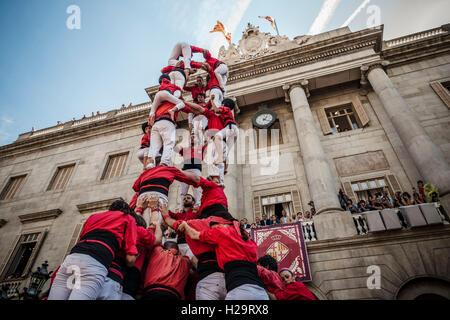 """Barcelone, Espagne. 25 Septembre, 2016. La """"Castellers de Barcelona"""" construire la tour d'une maison de ville de Barcelone pendant 'La Merce' Credit: matthi/Alamy Live News Banque D'Images"""