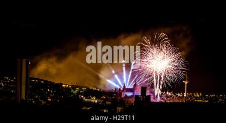 Barcelone, Espagne. 25 Septembre, 2016. L'artifice de la 'traditionnels' Piromusical en face du Palau Nacional' illuminent le ciel nocturne du Barcelone comme ils ferment l''Merce' city Crédit: festival matthi/Alamy Live News