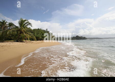 Belle après-midi à la plage de Punta Uva à Puerto Viejo, Costa Rica. Banque D'Images