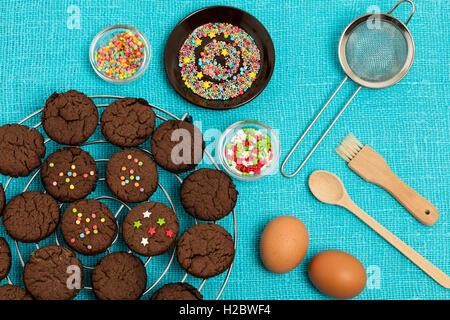 Ginger cookies faits maison avec du miel et de la cannelle. Focus sélectif. Banque D'Images