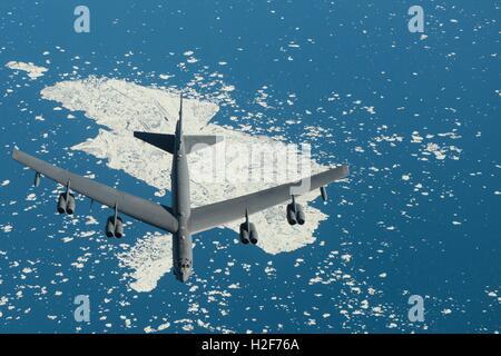 Un U.S. Air Force B-52 Stratofortress appareil vole au cours d'exercices Polar Roar 31 juillet 2016 près du pôle Nord.
