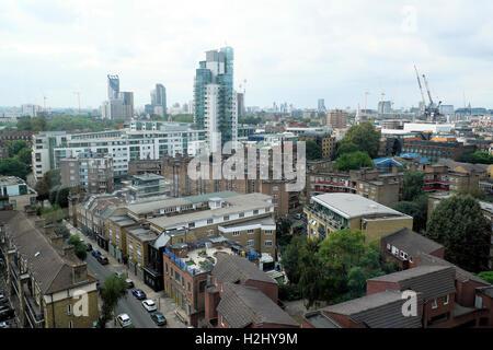 Vue aérienne au-dessus de Londres logement urbain à partir de la plate-forme panoramique au centre de cancérologie Banque D'Images