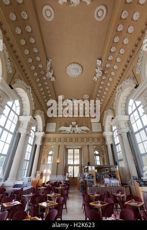 Café dans la chapelle du château, le palais de Schönbrunn, Hietzing, Vienne, Autriche Banque D'Images