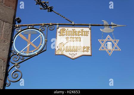 Panneaux avec l'inscription la contemplation de taverne, marteau, Marteau usine historique Laufamholz, Nuremberg, Banque D'Images