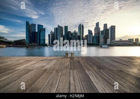 Singapore city skyline vu de la jetée