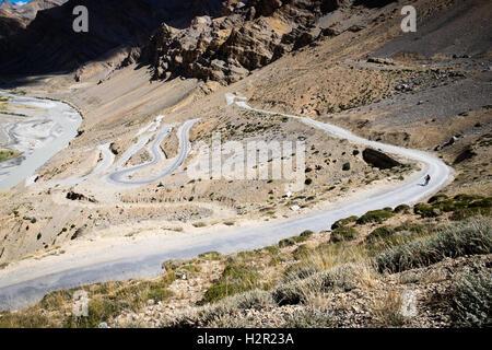 Le vélo de route, Manali Leh Himalaya indien (escalade le Gata Loops et Lachalung La en vélo puis en ordre décroissant Banque D'Images