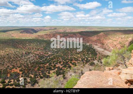 Ross Graham Lookout vue sur le vaste paysage et Murchison River gorge dans le parc national de Kalbarri en Australie Banque D'Images