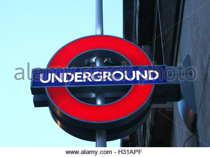 De 0001 SOUS EMBARGO LUNDI 3 OCTOBRE photo datée du 29/01/09 d'un point de vue général d'un signe pour le métro Banque D'Images