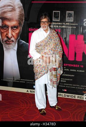 Amitabh Bachchan Indian Film Hindi Bollywood acteur de cinéma au cours de la conférence de presse du film à Mumbai Inde Rose - modèle ne libération - uniquement pour un usage éditorial