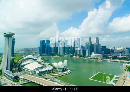 Les tours du quartier d'affaires central et Marina Bay le matin, Singapour