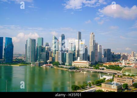 Les tours du quartier d'affaires central et Marina Bay en début de matinée, Singapour