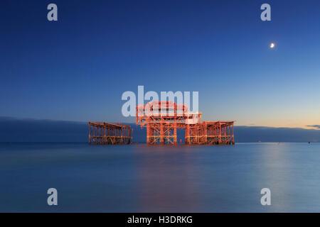 Brighton, East Sussex, UK. 06 octobre 2016. Le 150e anniversaire de l'ouverture de la jetée Ouest. Les ruines de Banque D'Images