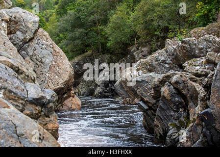 Soldier's Leap, tache historique le long de la rivière Garry au col de Killiecrankie, Ecosse, Royaume-Uni Banque D'Images