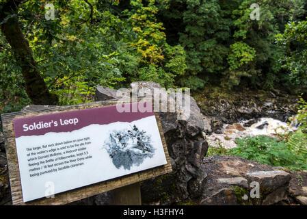 Information board à Soldier's Leap, tache historique le long de la rivière Garry au col de Killiecrankie, Ecosse, Banque D'Images