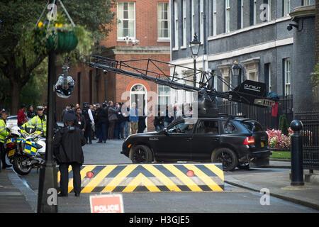 Londres, Royaume-Uni. 8 octobre, 2016. Le tournage du nouveau film Transformers à Downing Street sur les mesures Banque D'Images