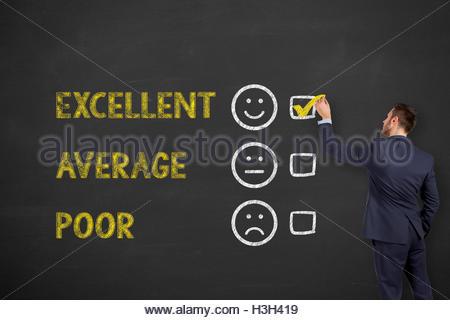 Un excellent service client Formulaire d'évaluation s'appuyant sur tableau Banque D'Images