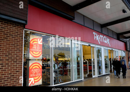Tk maxx de chaîne de magasins d'escompte dans centre commercial Westwood Cross East Kent uk octobre 2016 Banque D'Images