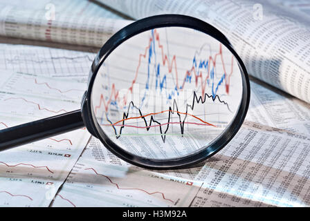 Loupe présente la variation des prix des actions, Banque D'Images