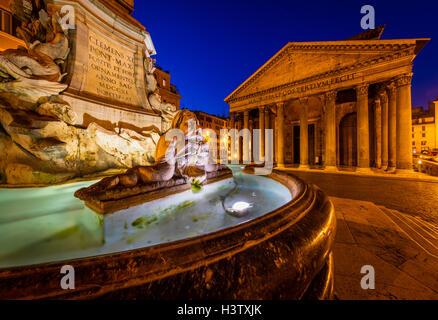 La Fontana del Pantheon fontaine en face du Panthéon de Rome, Italie. Banque D'Images