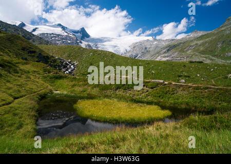 Auge Gottes (l'oeil de Dieu), un petit étang dans les Alpes autrichiennes. Banque D'Images