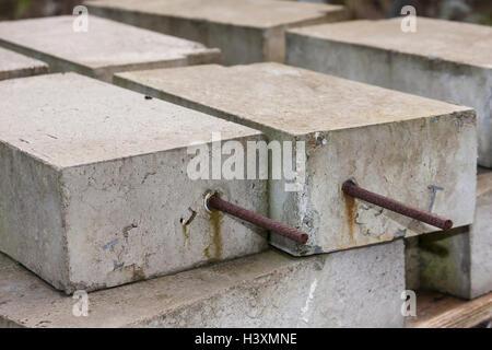 Les blocs de béton avec armature en acier renforcé Banque D'Images