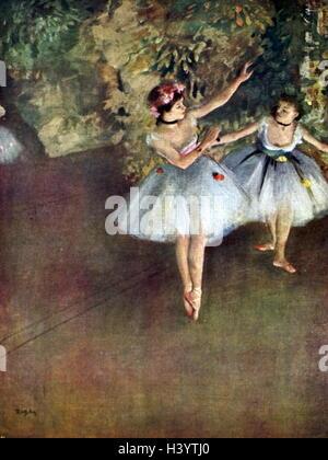 """La peinture intitulée """"Deux danseurs de ballet sur la scène"""" par Edgar Degas (1834-1917), un artiste et sculpteur français. En date du 19e siècle"""