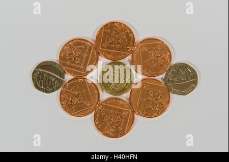 Close-up d'argent - 3 coupures de monnaie sterling britannique actuelle dans le cuivre et l'argent, avec 2p et 20p Banque D'Images