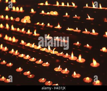 L'église, détail et sacrificiel, bougies, bougies, brûler, brûler des feux de thé, des bougies, des flammes de la Banque D'Images