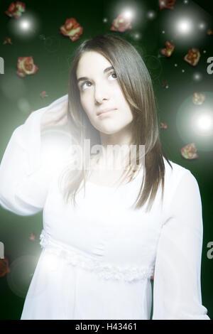 Femme, jeune, hier et d'oeil, demi-portrait, blur, lumières, fleurs, gens, portrait de femme, cheveux longs, brune, Banque D'Images