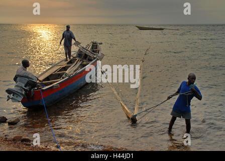 L'Afrique, Tanzanie, Kalilani village, lac Tanganyika, pêcheur, bateau, soir l'humeur, Banque D'Images
