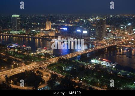 Egypte, Le Caire, Octobre 6ème pont, vue depuis la Tour du Caire sur la construction de l'état de la télévision, Banque D'Images