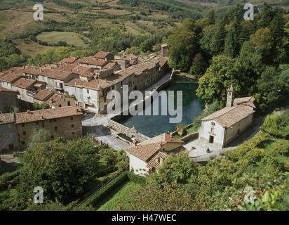 Italie, Toscane, Santa Fiora il, Parco della Peschiera, aperçu local, lieu, village, maisons, maisons, église, parc, Banque D'Images