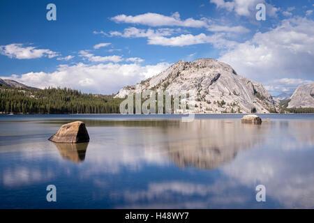 Lac Tenaya dans Yosemite National Park, California, USA. L'automne (octobre) 2014. Banque D'Images