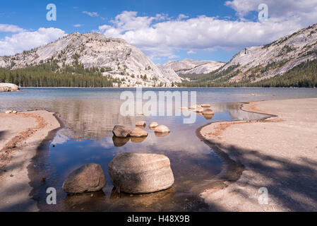 Lac Tenaya dans Yosemite National Park, California, USA. L'automne (octobre) 2014. Banque D'Images