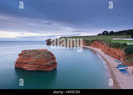 Ladram Bay sur la Côte Jurassique, site classé au Patrimoine Mondial de Devon, en Angleterre. L'automne (septembre) Banque D'Images