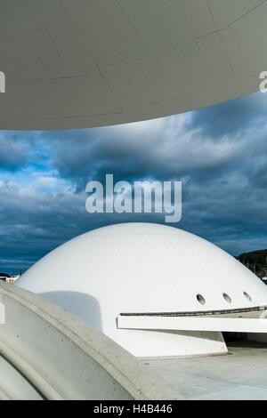 Niemeyer Centre building, à Aviles, Espagne, le centre culturel a été conçu par l'architecte Brésilien Oscar Niemeyer, Banque D'Images