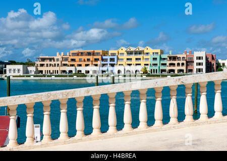 La République dominicaine, de l'Est, Cap Cana Punta Cana, villa de luxe avec des hôtels, des restaurants et du port de yacht