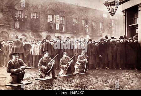 Les soldats au siège de Sidney Street de janvier 1911, un affrontement armé dans l'Est de Londres entre la police Banque D'Images