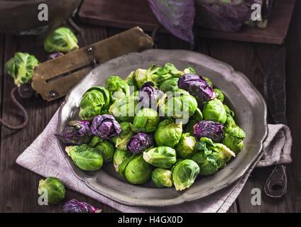 Les choux de Bruxelles cuits Banque D'Images